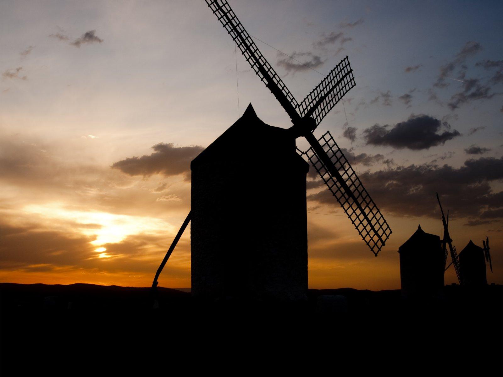 Windmill Silhouette, Consuegra
